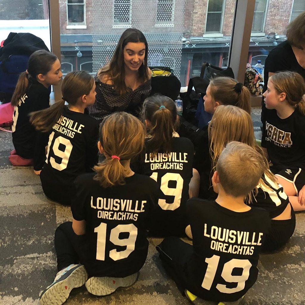 Hannah helps ceili team